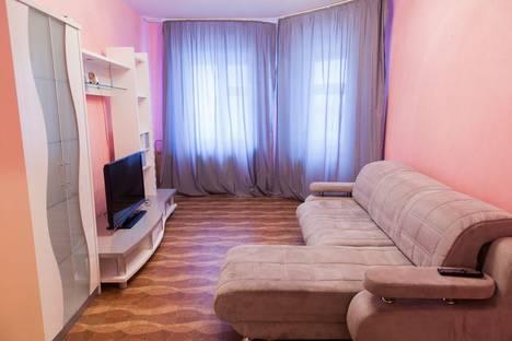 Сдается 2-комнатная квартира посуточнов Нижневартовске, улица Нефтяников, 37.