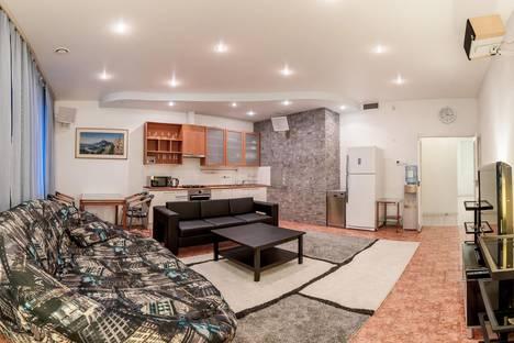 Сдается 4-комнатная квартира посуточно, Итальянская ул.1.