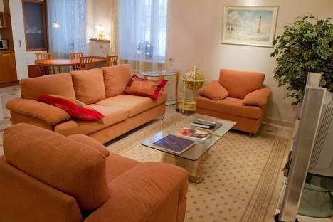 Сдается 2-комнатная квартира посуточнов Санкт-Петербурге, наб реки Мойки 37.