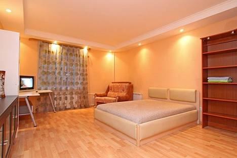 Сдается 1-комнатная квартира посуточнов Санкт-Петербурге, ул. Средняя Подьяческая, 7.