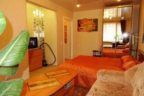 Сдается 1-комнатная квартира посуточно, ул. Коминтерна 15.