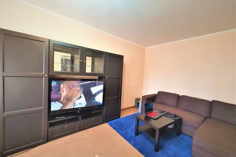 Сдается 2-комнатная квартира посуточно в Омске, Волочаевская 19ж.