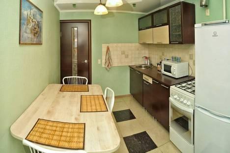 Сдается 2-комнатная квартира посуточно в Кирове, Маклина 39.
