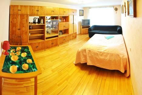 Сдается 2-комнатная квартира посуточно в Кирове, Володарского 163.