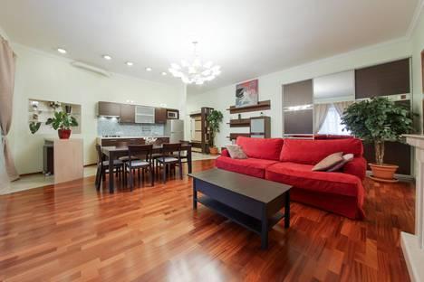 Сдается 3-комнатная квартира посуточно, улица Марата, 14.