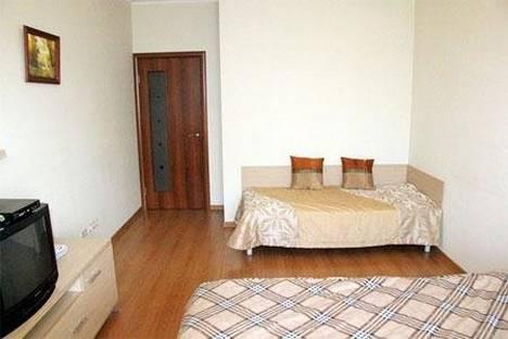 Сдается 1-комнатная квартира посуточно в Гатчине, улица Хохлова, 8.