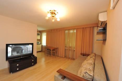 Сдается 3-комнатная квартира посуточно в Волгограде, ул. 7-й Гвардейской, 14.