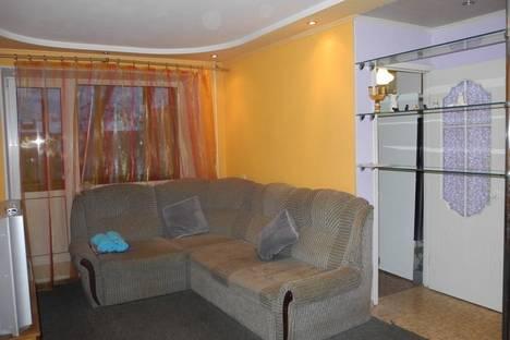 Сдается 2-комнатная квартира посуточнов Омске, ул. Нефтезаводская, 27.