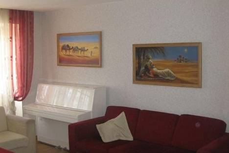 Сдается 2-комнатная квартира посуточно в Ижевске, ул. Советская, 12.