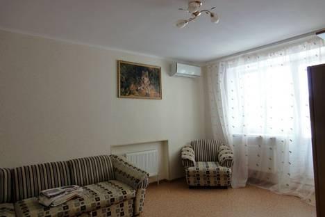 Сдается 2-комнатная квартира посуточно в Армавире, ул. Ефремова, 117.
