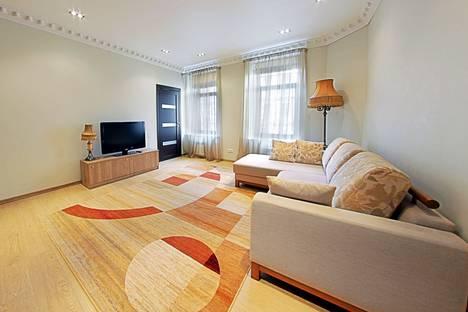 Сдается 1-комнатная квартира посуточнов Санкт-Петербурге, ул. Жуковского, 26.