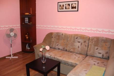 Сдается 2-комнатная квартира посуточно, улица Степана Халтурина, 53.