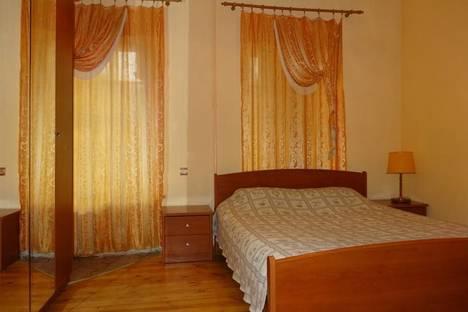 Сдается 2-комнатная квартира посуточнов Санкт-Петербурге, наб. реки Фонтанки 85.
