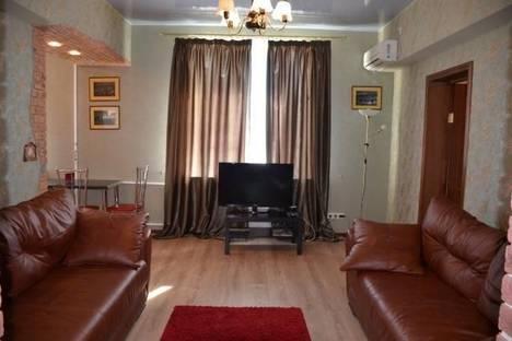 Сдается 2-комнатная квартира посуточно в Волгограде, ул. Коммунистическая, 9.