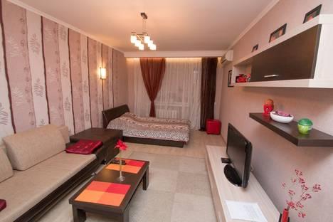 Сдается 1-комнатная квартира посуточно в Саратове, ул. Чернышевского, 190/198.
