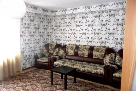 Сдается 2-комнатная квартира посуточно в Октябрьском, Свердлова 3.