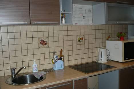 Сдается 1-комнатная квартира посуточно, землячки 27  Дзержинский район 7 ветров.