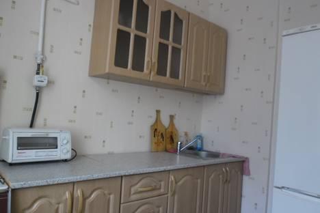 Сдается 2-комнатная квартира посуточно в Омске, пр.К.Маркса 38.