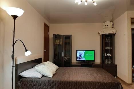 Сдается 2-комнатная квартира посуточно в Мурманске, улица Володарского, 2А.