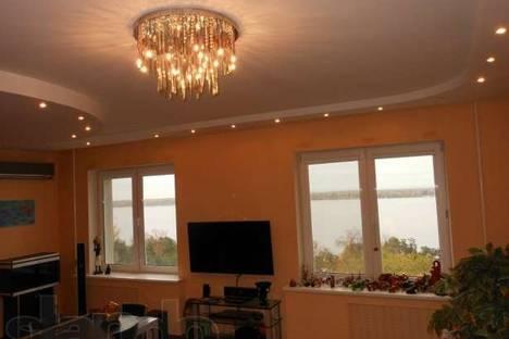 Сдается 3-комнатная квартира посуточно в Самаре, ул. Алексея Толстого, 137.