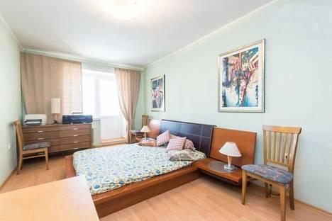 Сдается 3-комнатная квартира посуточнов Казани, Булатова 5.