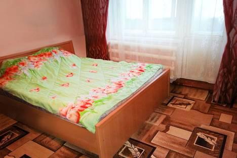 Сдается 2-комнатная квартира посуточно в Бийске, ул. Машиностроителей, 25.