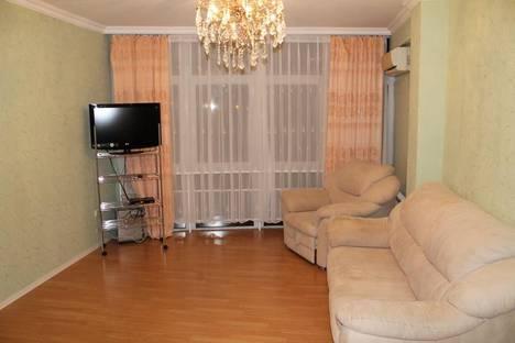 Сдается 2-комнатная квартира посуточно в Геленджике, ул. Колхозная, 11.