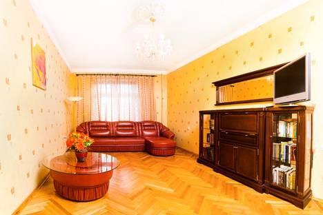 Сдается 2-комнатная квартира посуточнов Санкт-Петербурге, ул. Фрунзе, д. 17.