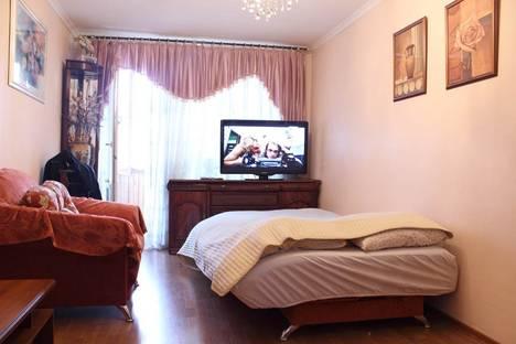 Сдается 3-комнатная квартира посуточнов Санкт-Петербурге, ул. Стахановцев д.5.