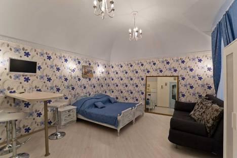 Сдается 1-комнатная квартира посуточнов Санкт-Петербурге, ул. Миллионная, д. 11.