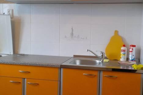 Сдается 1-комнатная квартира посуточно в Кургане, 5 микрорайон 16 дом.