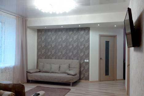 Сдается 3-комнатная квартира посуточно в Нижнем Тагиле, проспект Ленина, 30.