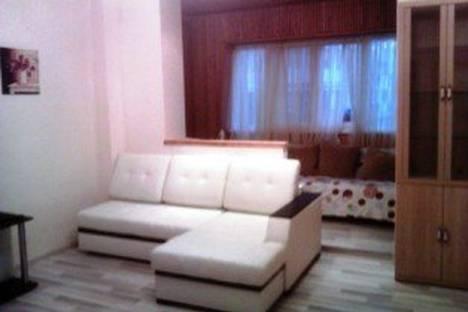 Сдается 2-комнатная квартира посуточно в Сочи, ул. Роз, 46.