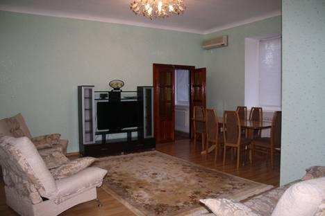Сдается 4-комнатная квартира посуточно в Волгограде, Пр. Ленина, 16.