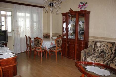 Сдается 2-комнатная квартира посуточно в Астрахани, ул.Софьи Перовской 84 корпус 1.