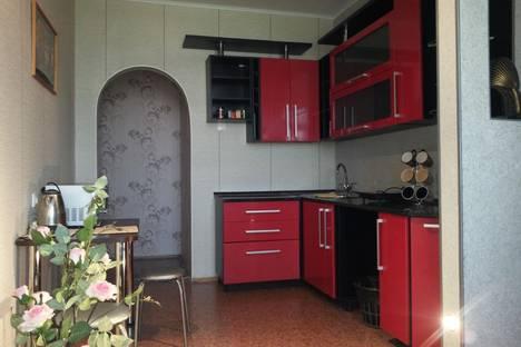 Сдается 2-комнатная квартира посуточнов Нижнекамске, проспект Химиков, 90.