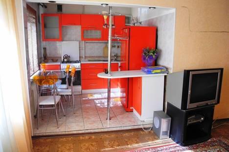 Сдается 2-комнатная квартира посуточнов Омске, ул. Федора Крылова, 6.