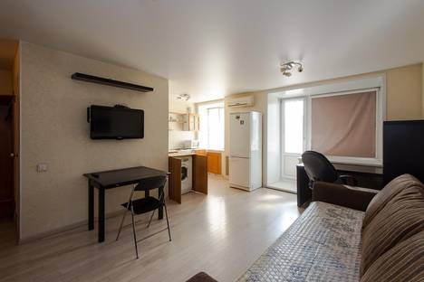 Сдается 1-комнатная квартира посуточно в Новосибирске, ул. Вокзальная магистраль, 11.