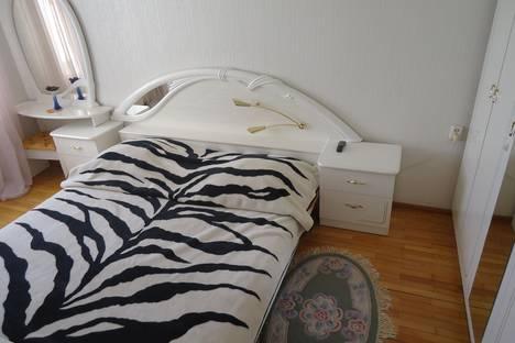Сдается 2-комнатная квартира посуточно в Волгограде, Бакинская, 13.
