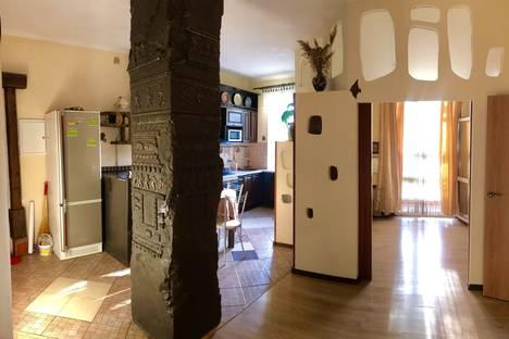 Сдается 2-комнатная квартира посуточно в Саратове, ул. Радищева, 27.