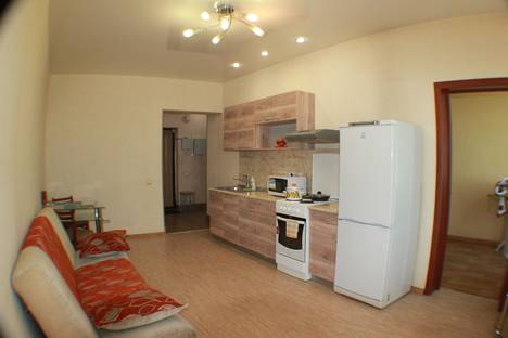 Сдается 2-комнатная квартира посуточно, Лермонтова 81/20.
