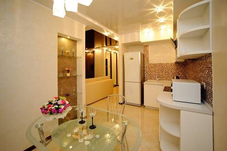 Сдается 1-комнатная квартира посуточно в Саратове, ул. Мичурина, 55/61.