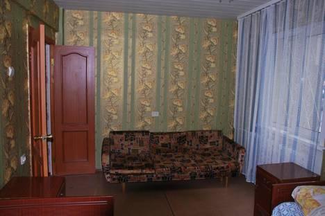 Сдается 2-комнатная квартира посуточно в Саянске, Строителей, 15.