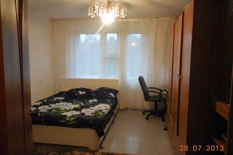Сдается 3-комнатная квартира посуточнов Усть-Илимске, проспект Дружбы Народов, 90.