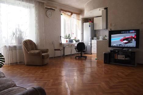 Сдается 2-комнатная квартира посуточно в Таганроге, ул. Дзержинского, 176.