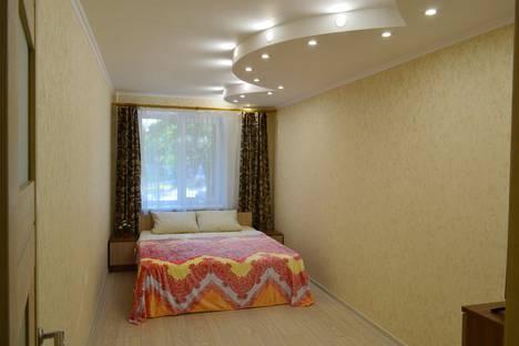 Сдается 2-комнатная квартира посуточно в Калуге, улица Маршала Жукова, 7.