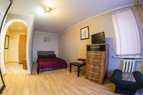 Сдается 1-комнатная квартира посуточно в Омске, Серова, 26.