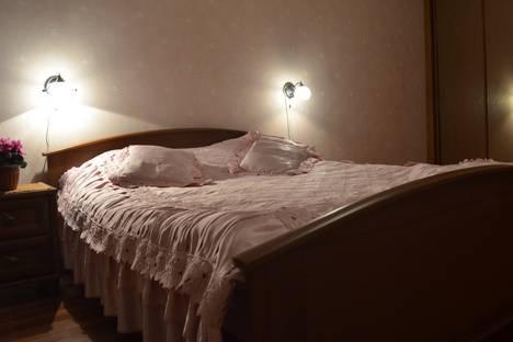 Сдается 2-комнатная квартира посуточно в Ульяновске, ул. Железнодорожная, 45.