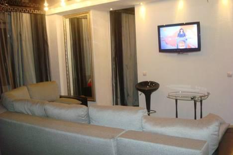 Сдается 2-комнатная квартира посуточно в Ачинске, микрорайон 7, дом 1.
