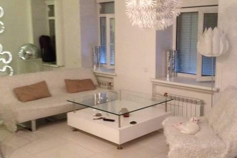 Сдается 2-комнатная квартира посуточнов Санкт-Петербурге, Кадетская линия, 25.